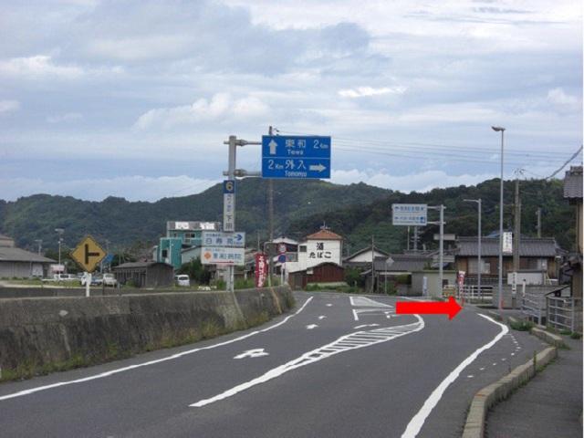 その先の交差点を右折後、約1kmで東和病院です。